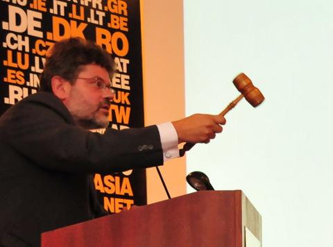 Auctioneer Krzysztof Konieczny